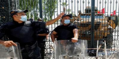 تونس.. إحالة 4 أشخاص للتحقيق بتهم العنف بينهم حارس الغنوشي