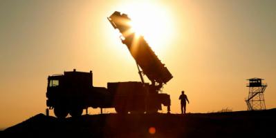 الدفاعات الجوية الإيرانية تطلق تحذيرا لطائرة مسيرة أمريكية بالقرب من مضيق هرمز