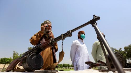 """""""طالبان"""" تسيطر على مراكز ولايات جديدة في أفغانستان وتقطع الكهرباء عن كابل"""