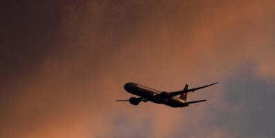 إجلاء ركاب طائرة بعد هبوطها بسبب هاتف محمول