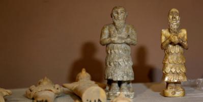 مصر.. ضبط كمية كبيرة من القطع الأثرية في أحد المنازل
